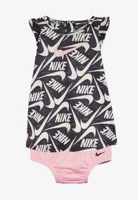 Nike Sportswear - MARKER MASH DRESS BABY - Vestido ligero - black/light pink - 3