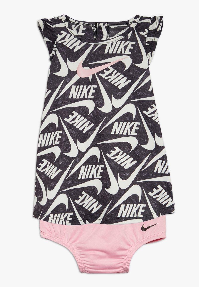 Nike Sportswear - MARKER MASH DRESS BABY - Vestido ligero - black/light pink