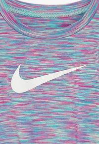 Nike Sportswear - SPACE DYE DRESS BABY - Vestido ligero - emerald rise - 6
