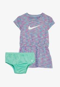 Nike Sportswear - SPACE DYE DRESS BABY - Vestido ligero - emerald rise - 5