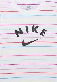 Nike Sportswear - STRIPE DRESS - Žerzejové šaty - white - 3