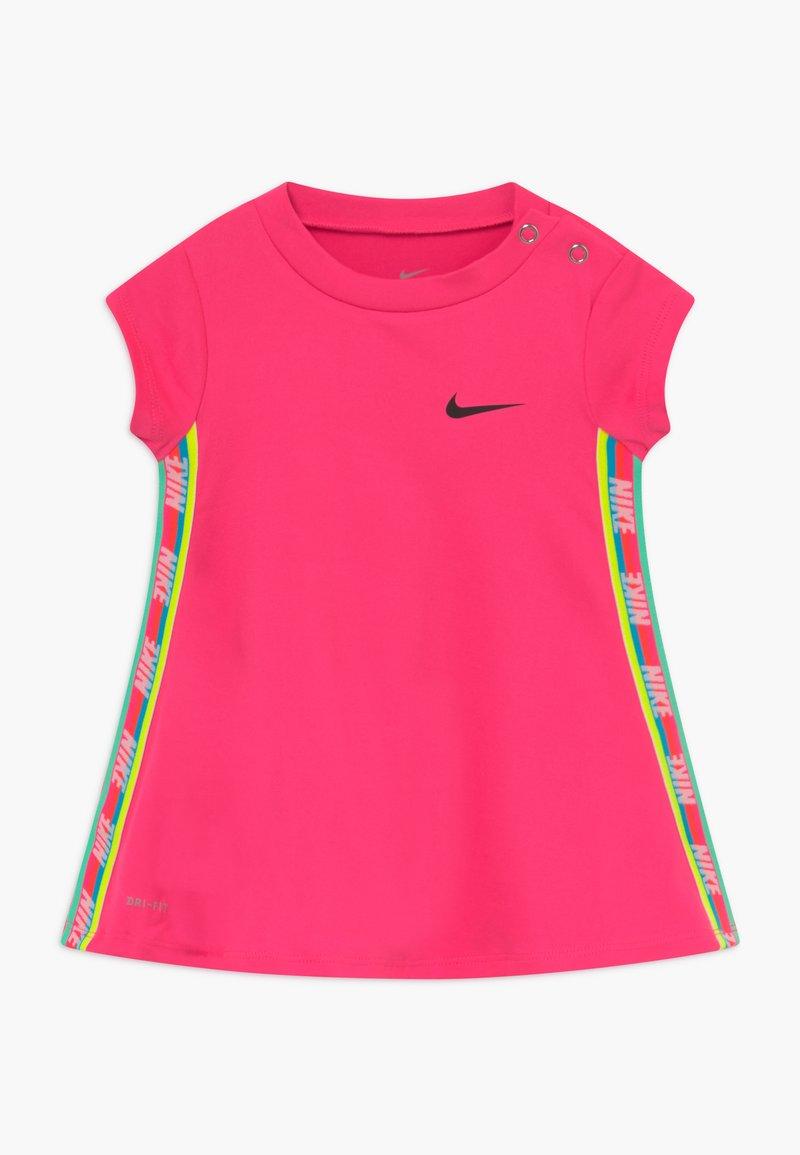 Nike Sportswear - RAINBOW TAPING BABY - Jerseykleid - hyper pink
