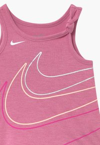 Nike Sportswear - GIRLS KNOT TANK BABY - Vestido ligero - magic flamingo - 4
