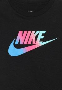Nike Sportswear - TEE CROP - T-shirt con stampa - black - 3