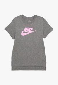 Nike Sportswear - TEE BASIC FUTURA - Print T-shirt - carbon heather/pink - 0