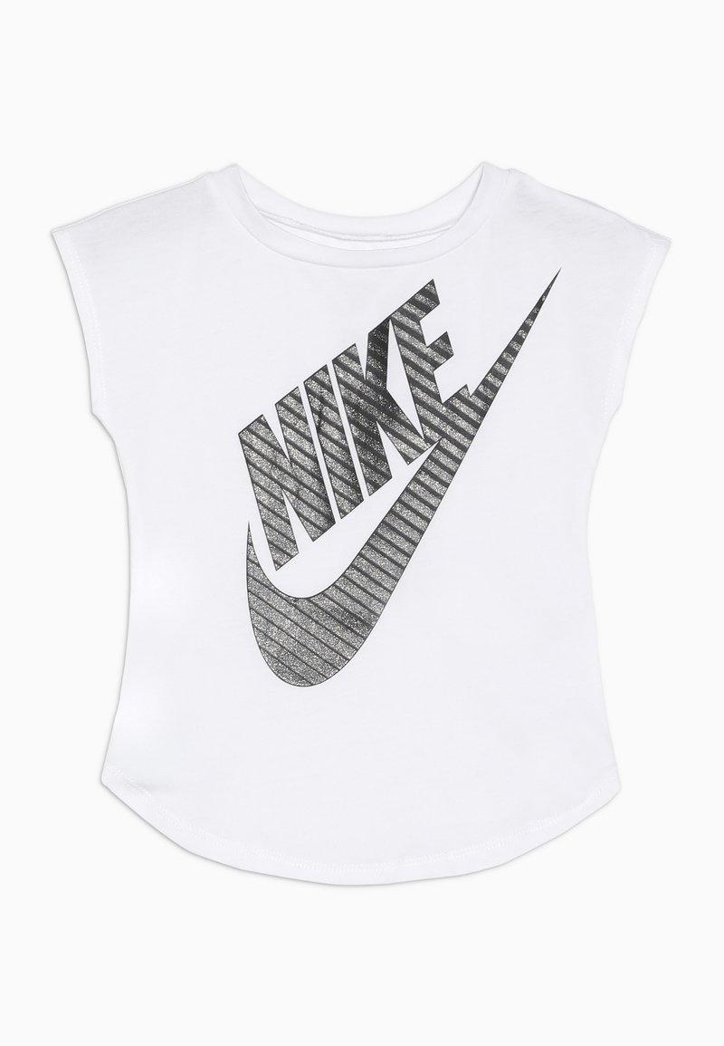 Nike Sportswear - GIRLS JUMBO FUTURA TEE BABY - Camiseta estampada - white