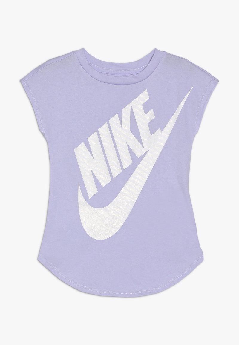 Nike Sportswear - GIRLS JUMBO FUTURA TEE - T-shirts med print - lavender mist