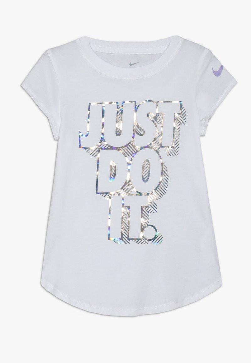 Nike Sportswear - IRIDESCENT SCOOP TEE - T-shirt imprimé - white