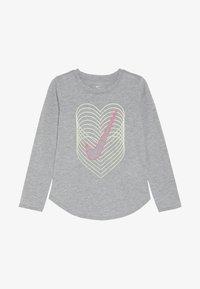 Nike Sportswear - HEART REVERB SCOOP TEE - Långärmad tröja - dark grey heather - 2