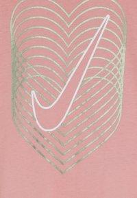 Nike Sportswear - HEART REVERB SCOOP TEE - Longsleeve - bleached coral - 4