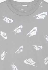 Nike Sportswear - WINTERIZED - T-shirt à manches longues - atmosphere grey - 4