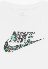 Nike Sportswear - CROP FUTURA - T-shirt con stampa - white - 3