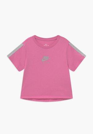 TEE CROP AIR - Print T-shirt - magic flamingo