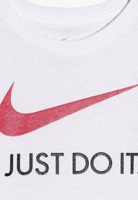 Nike Sportswear - TEE - Printtipaita - white - 4