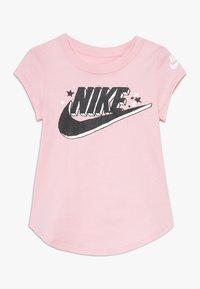 Nike Sportswear - FUTURA MARKER SCOOP TEE - Print T-shirt - pink - 0
