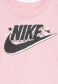 Nike Sportswear - FUTURA MARKER SCOOP TEE - Print T-shirt - pink - 3