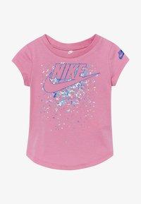 Nike Sportswear - FUTURA TEE BABY - T-shirt imprimé - magic flamingo - 2