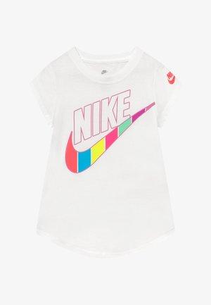 RETRO STRIPE SCOOP TEE - T-shirt med print - white
