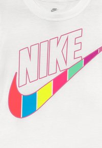 Nike Sportswear - RETRO STRIPE SCOOP TEE - Print T-shirt - white - 3