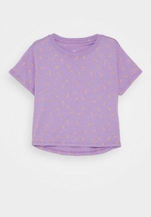 TEE CROP - T-shirt imprimé - violet star/orange chalk