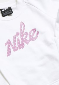 Nike Sportswear - CREW - Felpa - white/magic flamingo