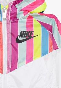 Nike Sportswear - STRIPE WINDRUNNER - Giacca da mezza stagione - white - 4
