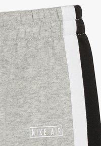 Nike Sportswear - AIR CREW BABY SET - Tepláková souprava - grey heather - 3