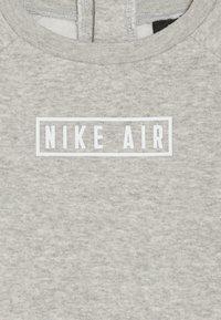 Nike Sportswear - AIR CREW BABY SET - Tepláková souprava - grey heather - 5