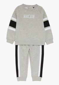 Nike Sportswear - AIR CREW BABY SET - Survêtement - grey heather - 0