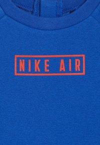 Nike Sportswear - AIR CREW BABY SET - Tepláková souprava - game royal - 5