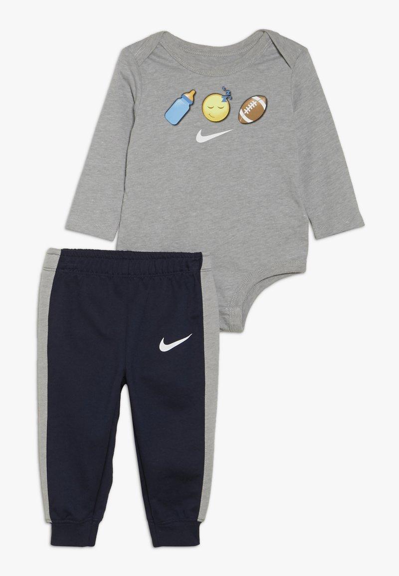 Nike Sportswear - EMOTICON PANT BABY SET - Body - obsidian