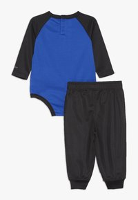 Nike Sportswear - LIGHT BODYSUIT PANT BABY SET - Pantalon de survêtement - black - 1