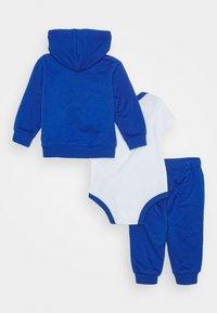 Nike Sportswear - SPLIT FUTURA PANT BABY SET - Body - game royal - 1