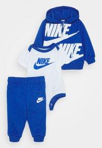 Nike Sportswear - SPLIT FUTURA PANT BABY SET - Body - game royal - 0