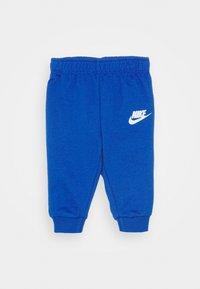 Nike Sportswear - SPLIT FUTURA PANT BABY SET - Body - game royal - 2
