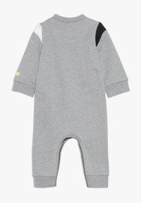 Nike Sportswear - COLORBLOCKED COVERALL BABY - Potkupuku - dark grey heather - 1