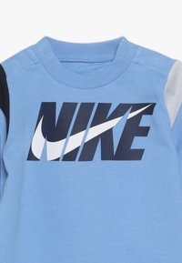 Nike Sportswear - COLORBLOCKED COVERALL BABY - Grenouillère - university blue - 5