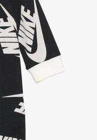 Nike Sportswear - FOOTED COVERALL BIB BABY SET - Potkupuku - black - 5