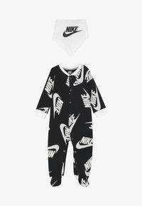 Nike Sportswear - FOOTED COVERALL BIB BABY SET - Potkupuku - black - 4