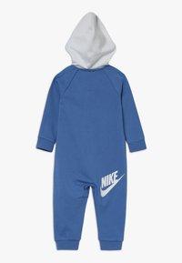 Nike Sportswear - CHEVRON COVERALL BABY - Dupačky - mountain blue - 1