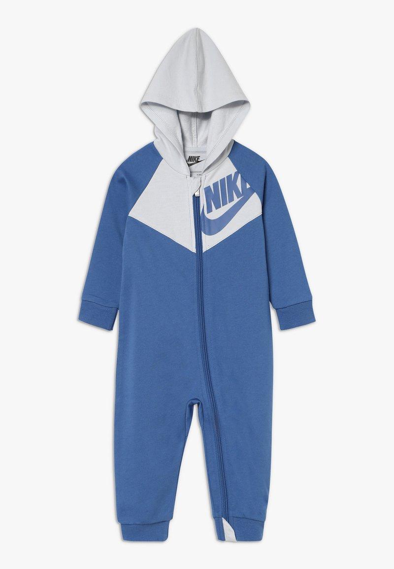 Nike Sportswear - CHEVRON COVERALL BABY - Dupačky - mountain blue