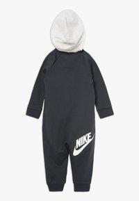 Nike Sportswear - CHEVRON COVERALL BABY - Grenouillère - anthracite - 1