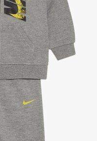 Nike Sportswear - LEBRON PANT SET - Sudadera con cremallera - grey heather - 4