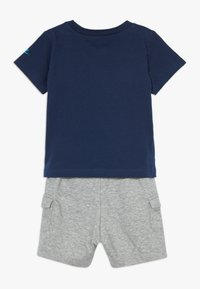 Nike Sportswear - CARGO BABY SET - Kraťasy - dark grey heather - 1