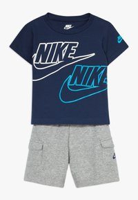 Nike Sportswear - CARGO BABY SET - Short - dark grey heather - 0