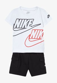 Nike Sportswear - CARGO BABY SET - Shorts - black/white/university red - 4