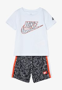 Nike Sportswear - TEE BABY SET - Trousers - white/black - 4