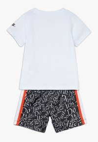 Nike Sportswear - TEE BABY SET - Trousers - white/black - 1
