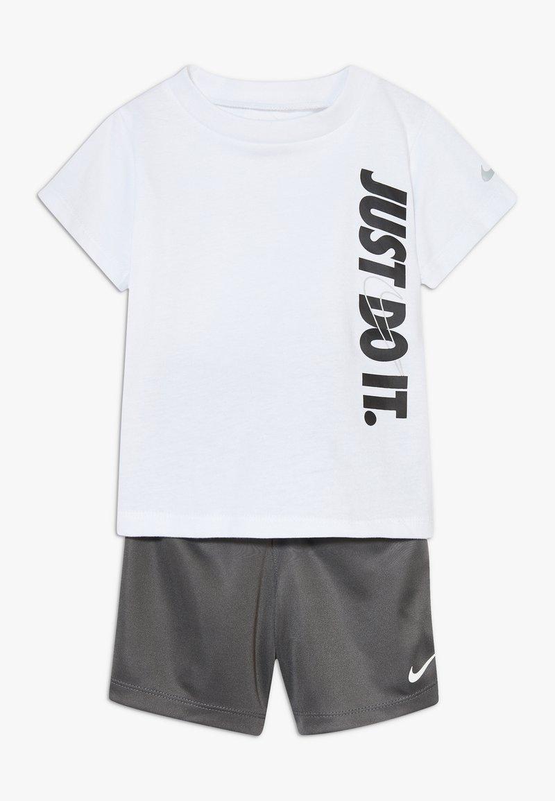 Nike Sportswear - SET BABY - Kraťasy - iron grey