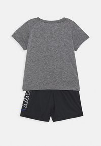 Nike Sportswear - TEE SET - Shorts - black/smoke grey - 1